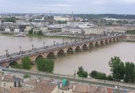 Langladure, Bordeaux : Pont de Pierre vu depuis la flèche Saint Michel